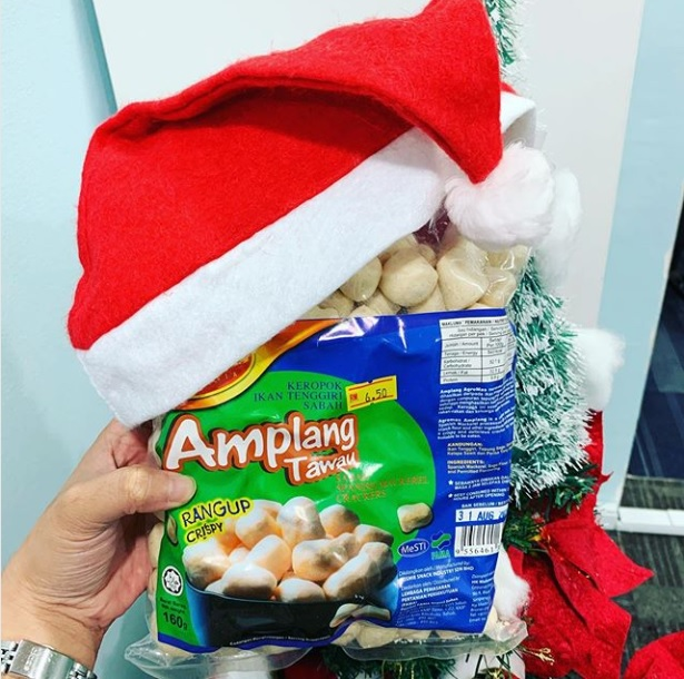 """Read more about the article Sabah Mackarel Crackers or """"Amplang (Keropok Ikan Tenggiri Tawau)"""" is one of the most delicious snacks in Malaysia"""