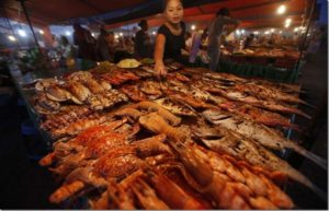 Read more about the article Head on to Kota Kinabalu Night Seafood market for the freshest seafood around town!